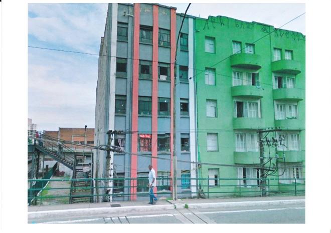 2010 Porteiras do BrásO prédio verde perdeu suas venezianas