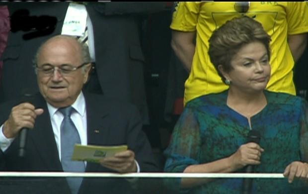 Dilma Rousseff vaiada 15 junho 2013
