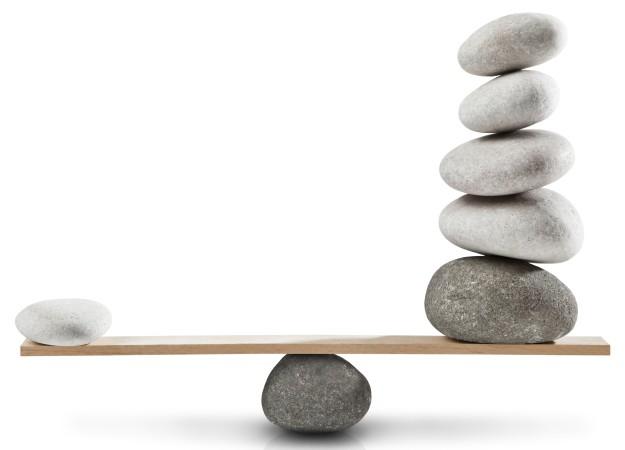 Libra (balança) desequilibrada Crédito: Ugurhan Betin