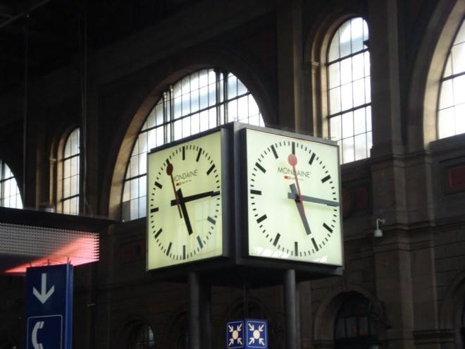 Relógio ― modelo oficial da Rede Ferroviária Suíça