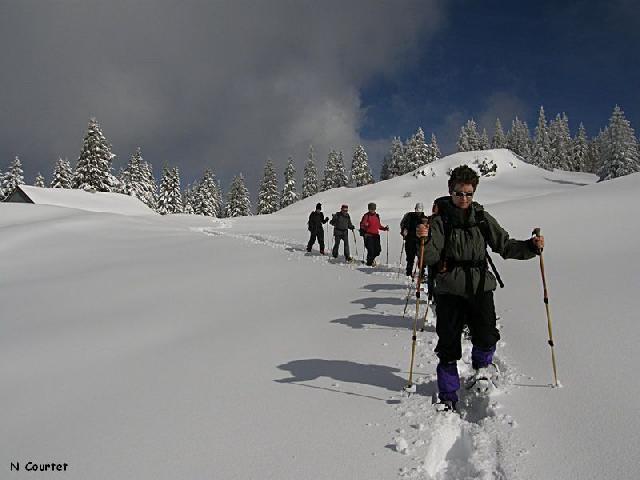 Passeio com esqui, Jura suíço Crédito: N. Courtet