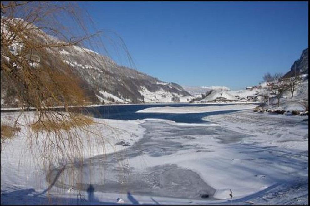 Lago de Lungern, Cantão de Obwald Paisagem habitual no inverno Crédito: Walter Ming-Isaak