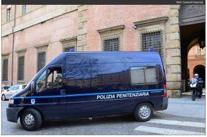 Pizzolato deixa Tribunal de Bolonha num camburão Imagem Mario Camera, FolhaPress Clique na imagem para ler reportagem