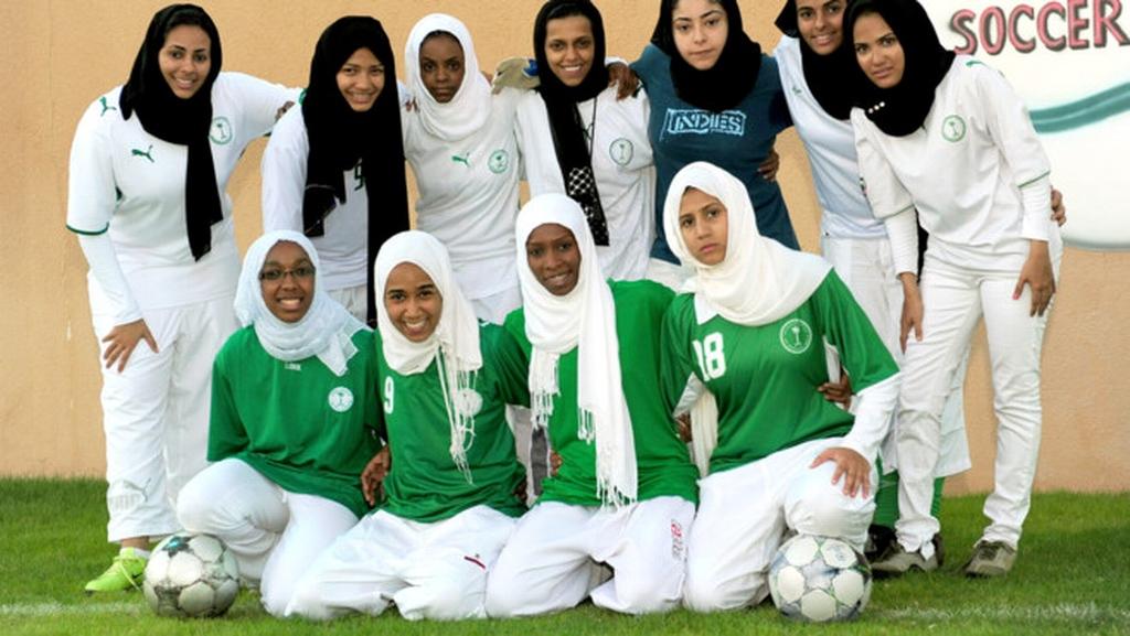 Futebol com véu islâmico