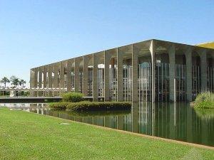 Palácio do Itamaraty e seu espelho d'água