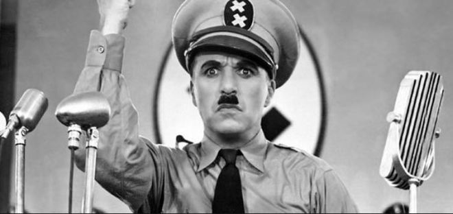 Charles Chaplin in O Grande Ditador, 1940