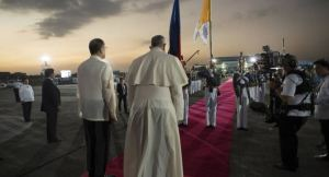 Para Francisco na chegada a Manila