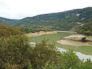 Braço da Represa de Chambod, França esvaziada a cada 10 anos para limpeza