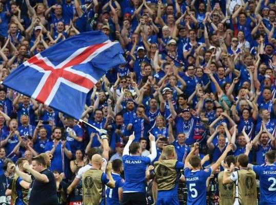 A animadíssima torcida islandesa