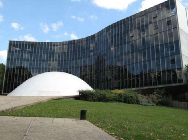 Sede do Partido Comunista Francês, Paris O projeto é de Oscar Niemeyer, num misto de Senado Federal e Edifício Copan