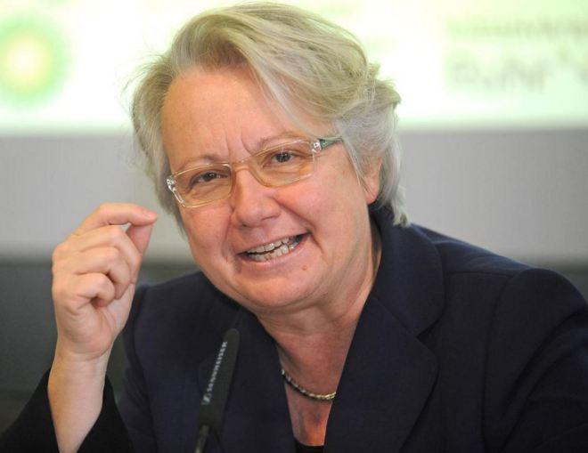 Frau Annette Schavan, ex-ministra da Educação da Alemanha