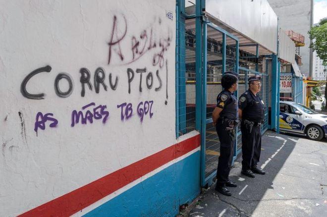 Pichação interrompida pela chegada da polícia. Crédito: Sousa, SMSU